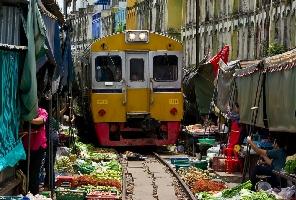 Swiss Support Swiss Thailand - Train to Mahachai